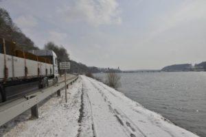 7_ donauuferstraße lkw und kraftwerk